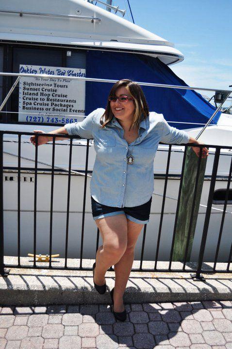 Привет, Я Келли.  :) 21, феминистка, Писательское творчество главным из Флориды!  Я размер США 16 и guuuurl, я люблю мусор в моем багажнике.