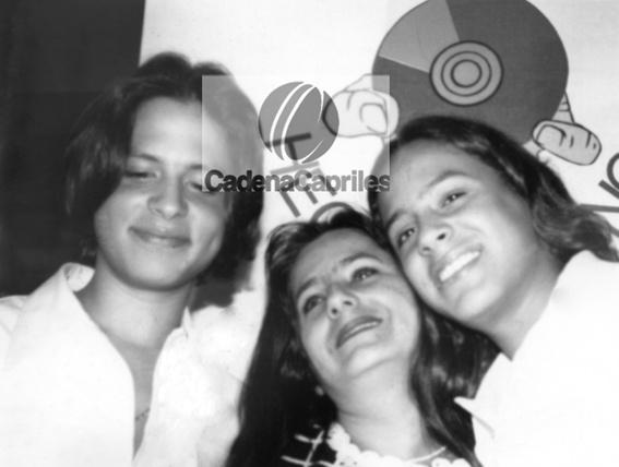 Los cantantes venezolanos Servando y Florentino Primera, junto a su madre Sol Musset. Foto: Archivo Fotográfico/Cadena Capriles