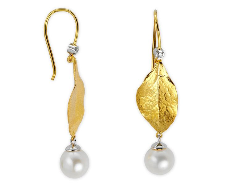 I put together beautiful gold earrings for women. You can get ideas from the following photos. Gold earrings are suitable for any environment and time.