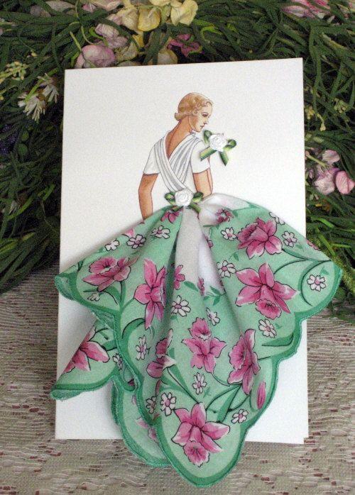 市販のグリーティングカードや絵ハガキに切り目を入れハンカチを挟むだけで、素敵なドレスの出来上がり。これなら子供たちも簡単に作ることができます。参考になる作品を集めました。バースデーカードやプチギフトに最適ですね。