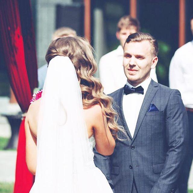 Свадебные клятвы... Как же они мне нравятся💖Ребята говорят друг другу такие слова, которые пронзают даже твою душу, не то что пришедших гостей💞