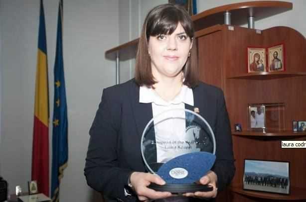 Laura Codruta Kovesi este catalogată drept o eroină a protestelor antiguvernamentale masive conduse de societatea civilă în mai multe orase din România