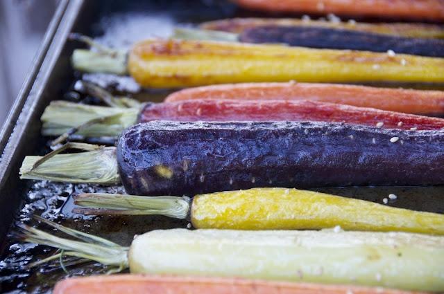 sesame honey roasted carrots: Carrots W Sesame, Honey Roasted Carrots, Tasti Recipes, Sesame Honey, Foodgreat Recipes, Dishes Roasted Carrots, Carrots Amazing, Course Recipes, Colourful Carrots