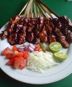 Jika Anda berlibur Bali, Anda tidak boleh melewatkan wisata kuliner ke tempat ini. Ya, Babi Guling Chandra bisa disebut sebagai salah satu resto kuliner yang wajib dikunjungi oleh wisatawan dipulau bali,