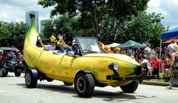 Wild and Wacky Cars of the Annual Houston Art Car Parade / http://sodapic.com