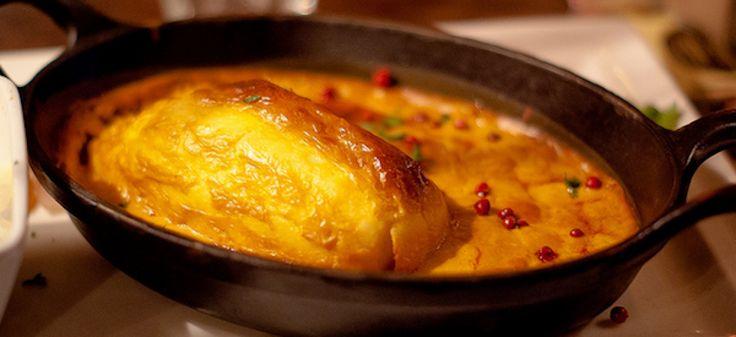 Quenelle de brochet, sauce Nantua/ Jean-Marc ALBERT via Flickr CCLicence By