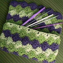 Free crochet bag patterns are great to have on-hand because they truly are what every girl needs. A hand bag or a shoulder bag holds all the necessities a woman needs. Here you can find some great patterns for just that. Free crochet bag patterns can come in all shapes and sizes. You can make them with any kind of yarn including felted yarn. Whatever look you're going for, I'm sure we can find just the pattern for you.