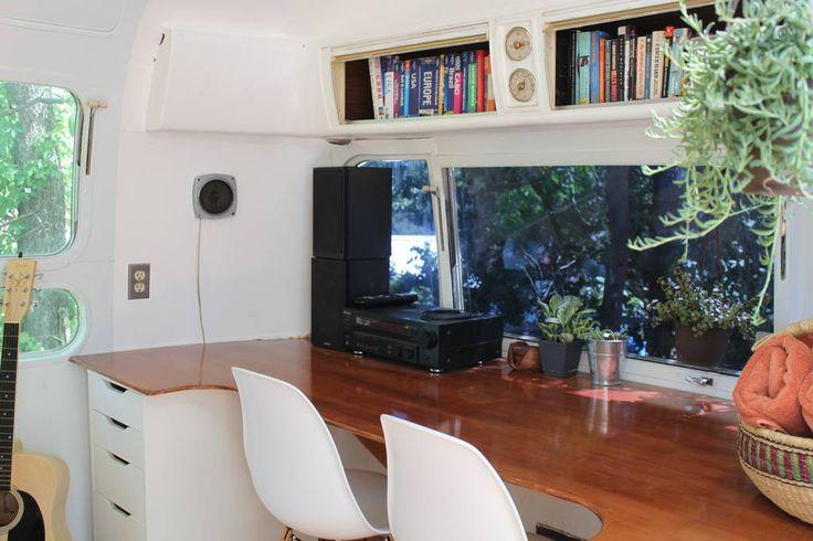 Se lige det her fede opslag på Airbnb: Charming Remodeled Airstream - Campingvogne/Autocampere til leje