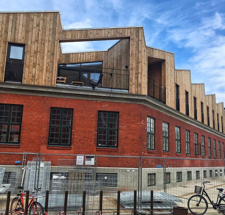 An entire new city is being build within the city of #Copenhagen - Nordhavn (Northen Harbor) was a shipping port until a few years ago. It is not the first time Copenhagen have tried to create new areas within the city but I think this time will be different. 1) there are plenty of old buildings like the one on the picture that has been included into the new city. 2) instead of building isolated buildings on isolated building grounds actual streets are being constructed with shops on the 1st…