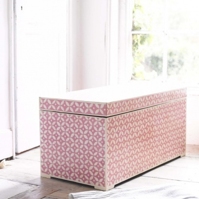 Indian Dowry Box – Gorgeous Hand Painted Storage Box Indian Dowry Box in pink & white - Ottoman storage chests | Loaf