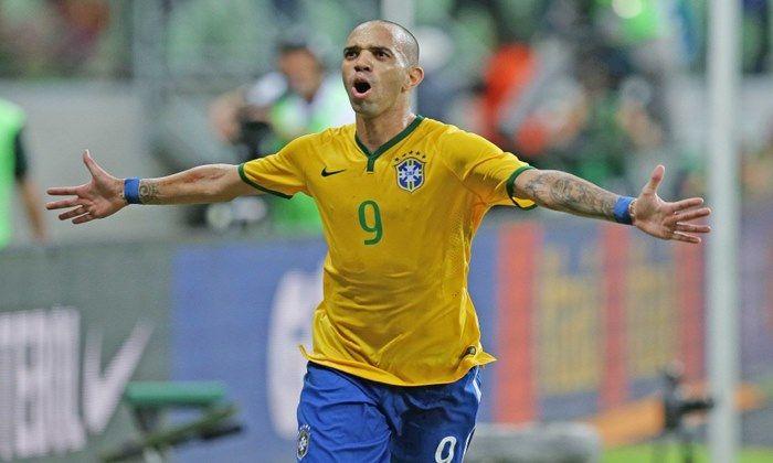 O atacante Diego Tardelli postou uma foto do aeroporto de Dubai rumo ao Brasil e despertou vários rumores no Palmeiras, interessado em seu futebol.