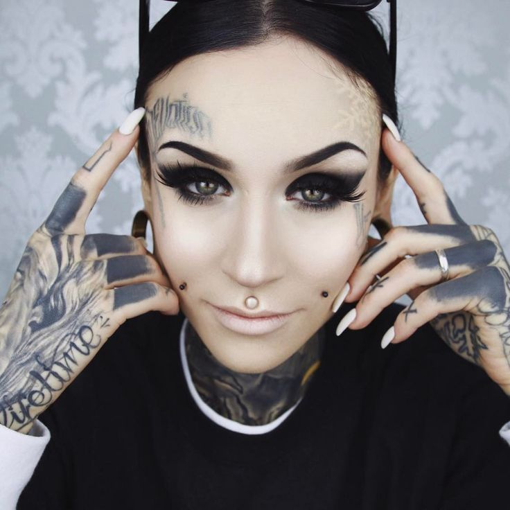 """13.2 mil curtidas, 42 comentários - Monami Frost (@monamifrost) no Instagram: """"Tutorial for this look coming soon. Recently tried the Hydra Veil from @illamasqua and I'm in…"""""""