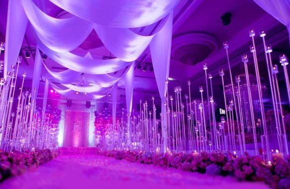 Как оформить свадебный зал цветами: стильный декор праздника