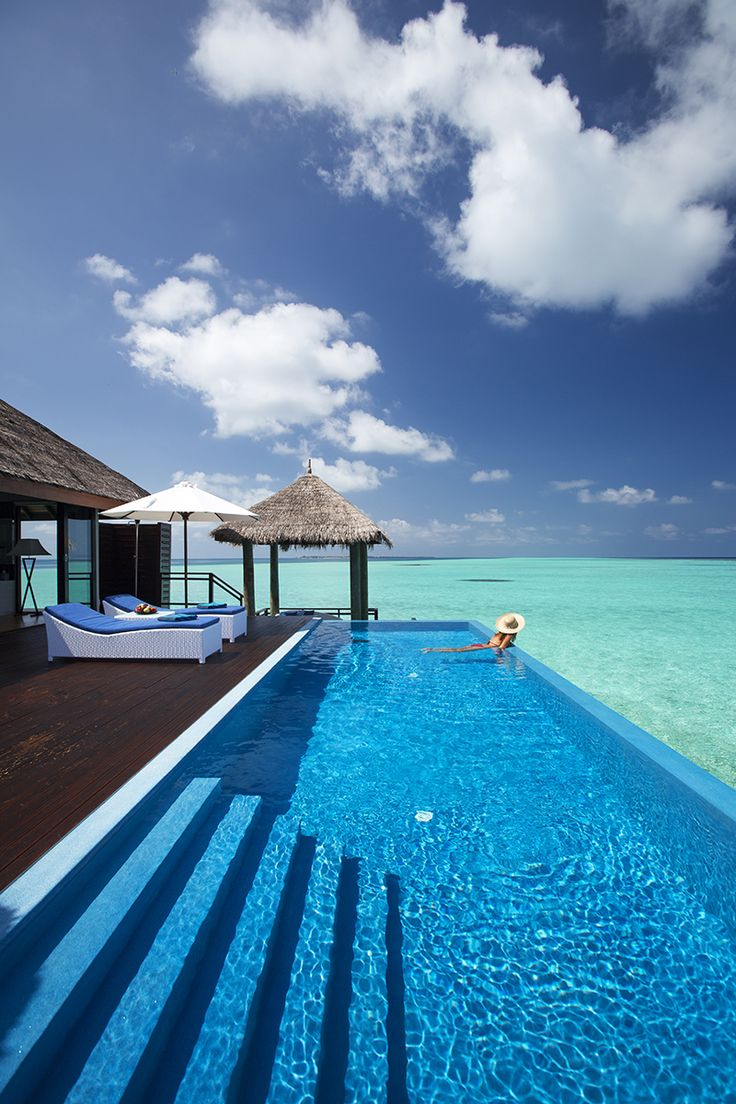 Velassaru Water Suite infinity pool, Maldives