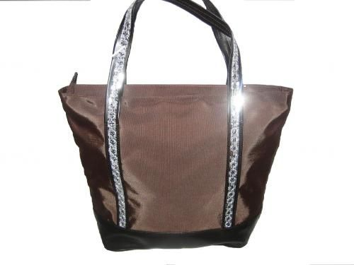 High Class Women's bag fabric long fields glitter brown color this bag in dazzling lined on the inside with nylon fabric with pocket. Bag Dimensions (L :40 Cm x H :32 Cm x E :13cm ) Support basest bag leatherette premium