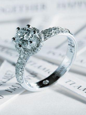 ダミアーニ ブティック(Damiani) ダイヤモンドを高く持ち上げた華やかなオーラを放つデザイン
