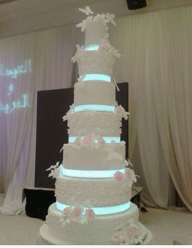 Top 137 ideas about Giant wedding cakes on Pinterest Mariage