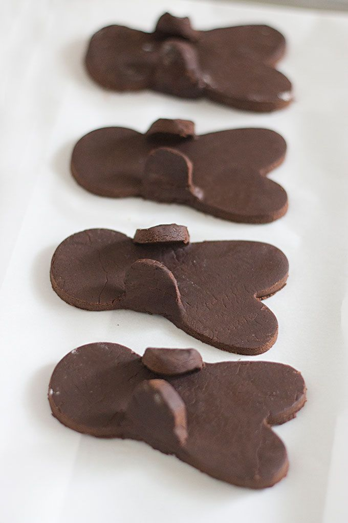Holiday Recipe: Chocolate Gingerbread Men (with Candy Canes) | Evermine Blog | www.evermine.com #christmas #ediblegifts