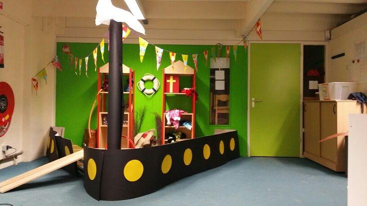 Huishoek: Dominicusschool onderbouw: Hoek op de gang. De stoomboot - Sinterklaas 2014