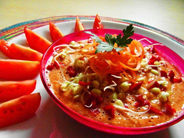 raw gazpacho con mungo germinado