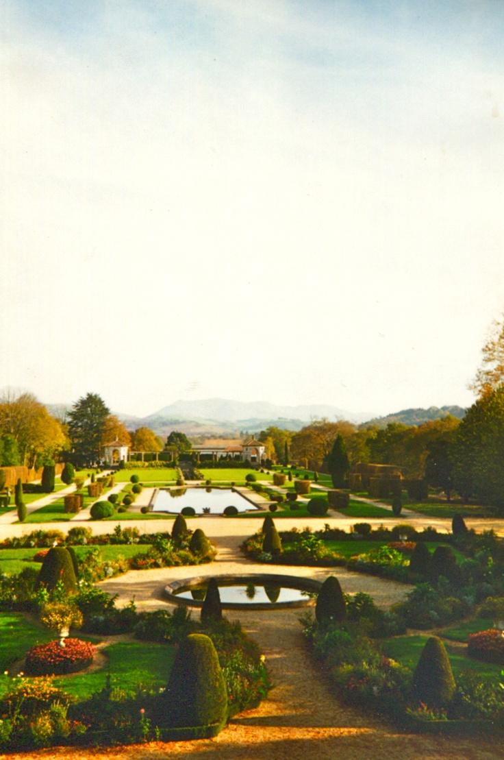 Cambo est une ville au Pays Basque que vous ne devez pas louper. Notamment la villa Arnaga construite par Edmond Rostand qui vaut le coup d'oeil. #France #Paysbasque #Cambo [©Aurélie Fauré]