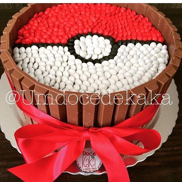 Olha que lindo este bolo Pokemon. Por @umdocedekaka #blogencontrandoideias #encontrandoideias #fabiolateles