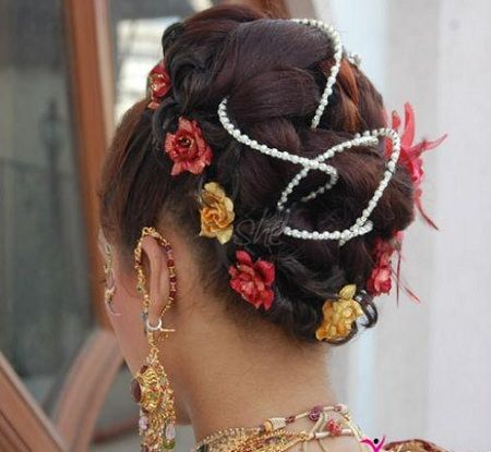Indian bridal hairstyle for wedding 9