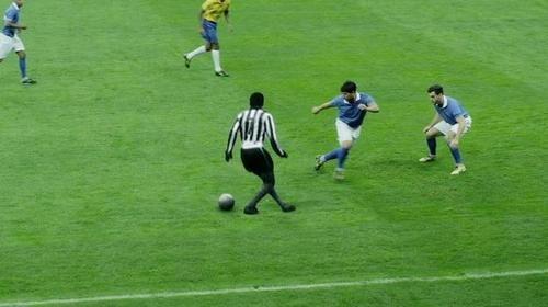 Comercial 'ressuscita' Mané Garrincha http://vinnyamaral.tumblr.com/post/51520158813/comercial-ressuscita-mane-garrincha