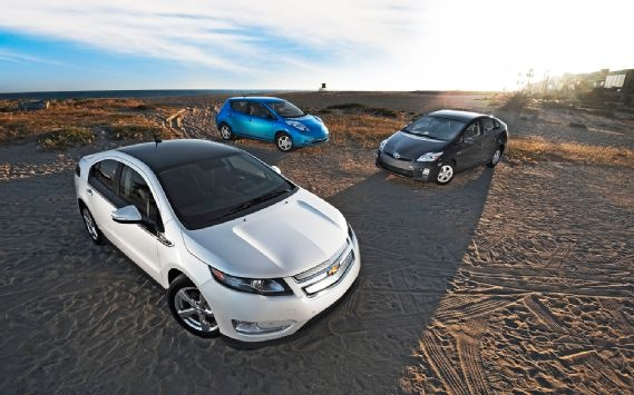 2011 Chevrolet Volt vs 2011 Nissan Leaf SL vs 2011 Toyota Prius III Comparison - Motor Trend