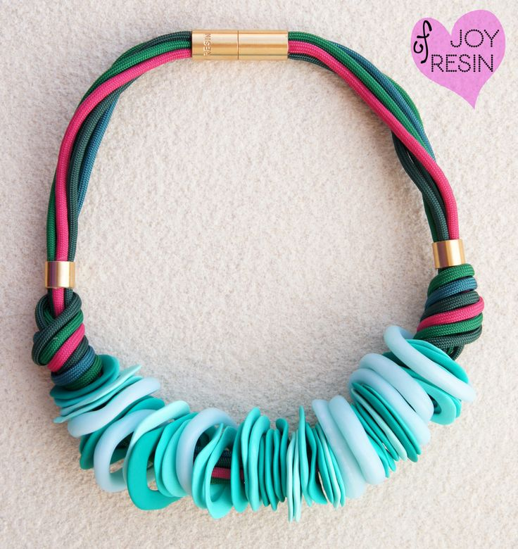 Statement necklace#timeless accessory#cute simple outfit#golden accessories#emerald/aqua/gradient/translucent/pink/green#magnetic closure by JOYofRESIN on Etsy