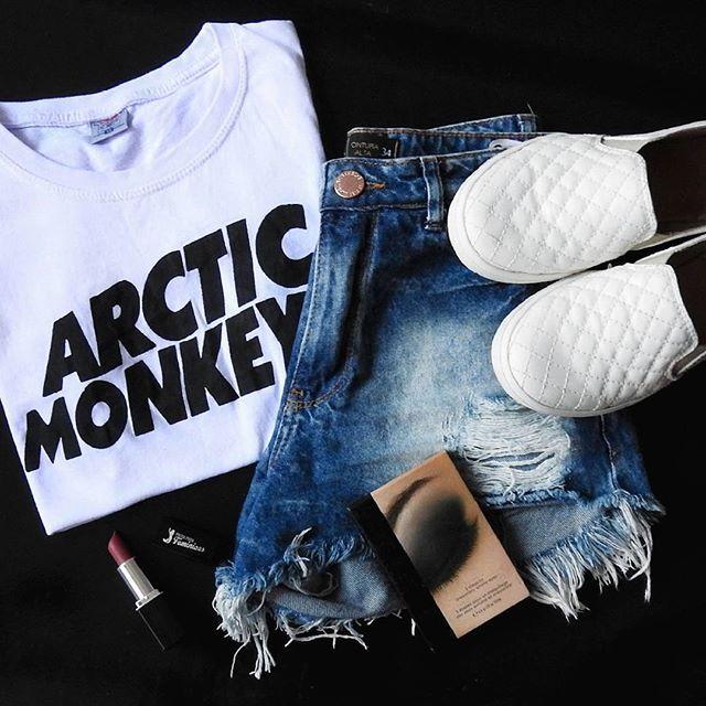 Meu favorito  #arcticmonkeys #destroyedjeans #jeans #eyes #tenisbranco…