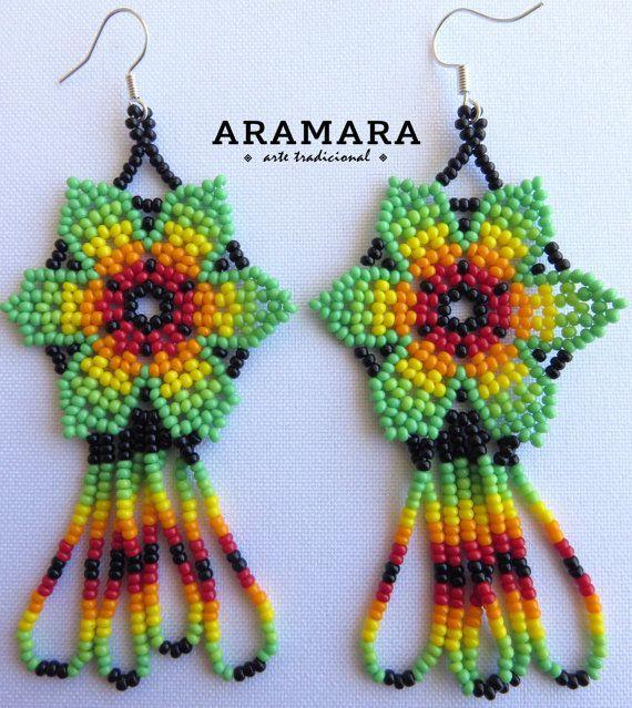 Corte de mexicana Huichol cuentas verde flor pendientes por Aramara