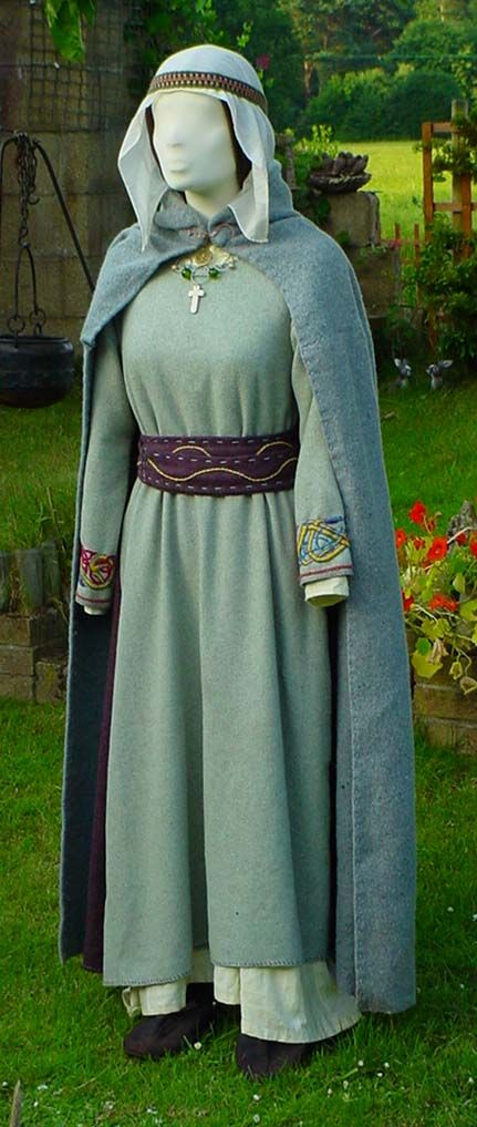 Christian Princess - 8th Century - A simple costume,in royal colours, accentuated with embroidery.  ~  Lots of early-period outfits on this site based on finds in Britain.