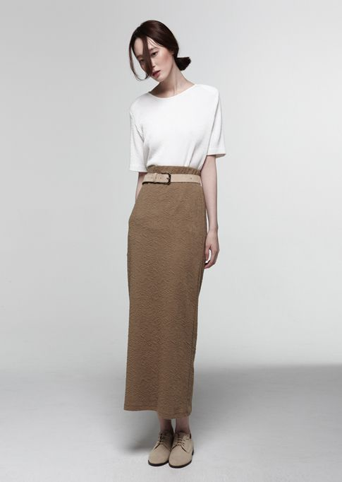 Love the long straight skirt & oxfords. want similar line, with black linen. waist is slightly high. Burda 8765 with modifications? Alternately, 7124 with modifications.