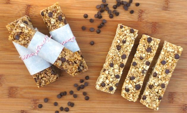 [have to make these!] no-bake chewy chocolate chip granola bars from @amy @ fearless homemaker