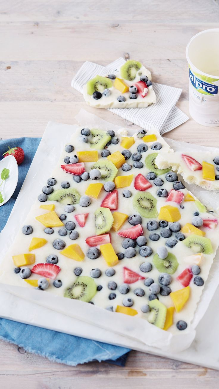 This fruity bark with Alpro Simply plain is the perfect summery treat! Try it out on your next garden party.