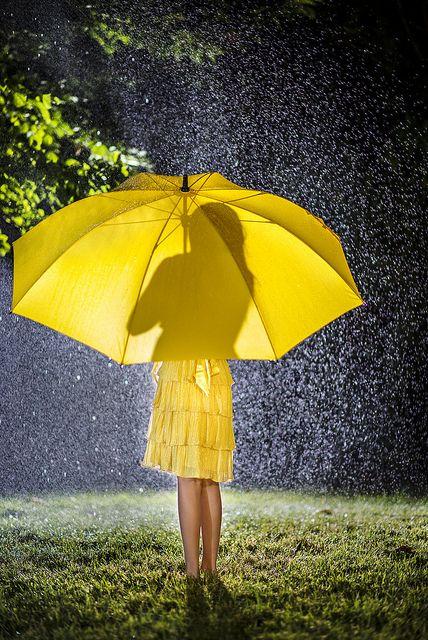 summer showers umbrella paraguas amarillo yellow