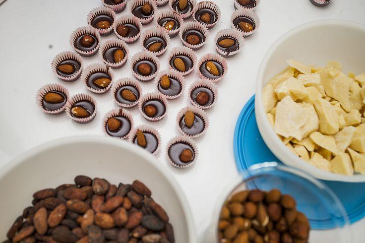 11 июля во всем мире отмечают День шоколада! А сегодня в честь праздника мы подготовили 10 интересных фактов о шоколаде. 1. Слово шоколад происходит от ацтекского чоколатль что значит горькая вода. Эту горькую воду ацтеки делали из какао-бобов а их в свою очередь вынимали из какао-фруктов.  2. Какао  это действительно фрукт. Большие продолговатые плоды торчат буквально из стволов деревьев. 3. Плод какао-дерева крупный (размером с ананас) по форме напоминает лимон или вытянутую дыньку однако…