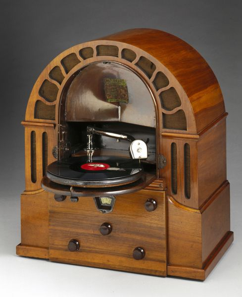 Micro Perophone radiogramophone, 1932
