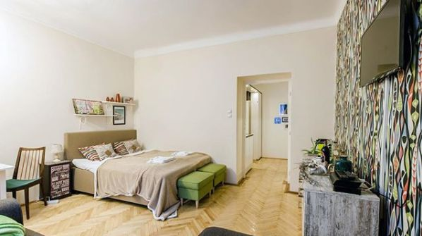 Privacy & quality sensitive #solotravellers or #couples, check The Geometric Abode out! Sitting on a quiet residential street in the beating heart of #Budapest, this #design studio offers private space and modern day comfort (€ 60 /night). Tap link to make it yours!