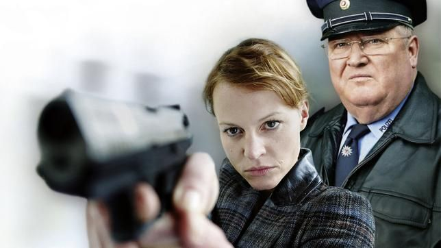 Ich finde ja so ein #Polizeiruf zur Abwechslung hat noch niemandem geschadet. Ob die Story was taugt entscheidet sich später, allerdings lassen mich Namen wie Fritzi Haberlandt und Peter Lohmeyer schon jetzt freudig aufhorchen.