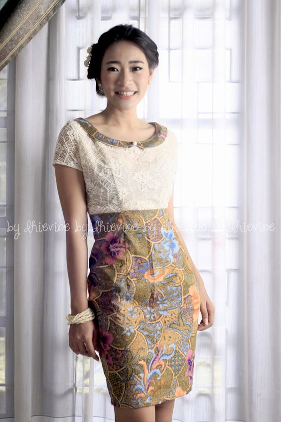 plus tiered dress kebaya