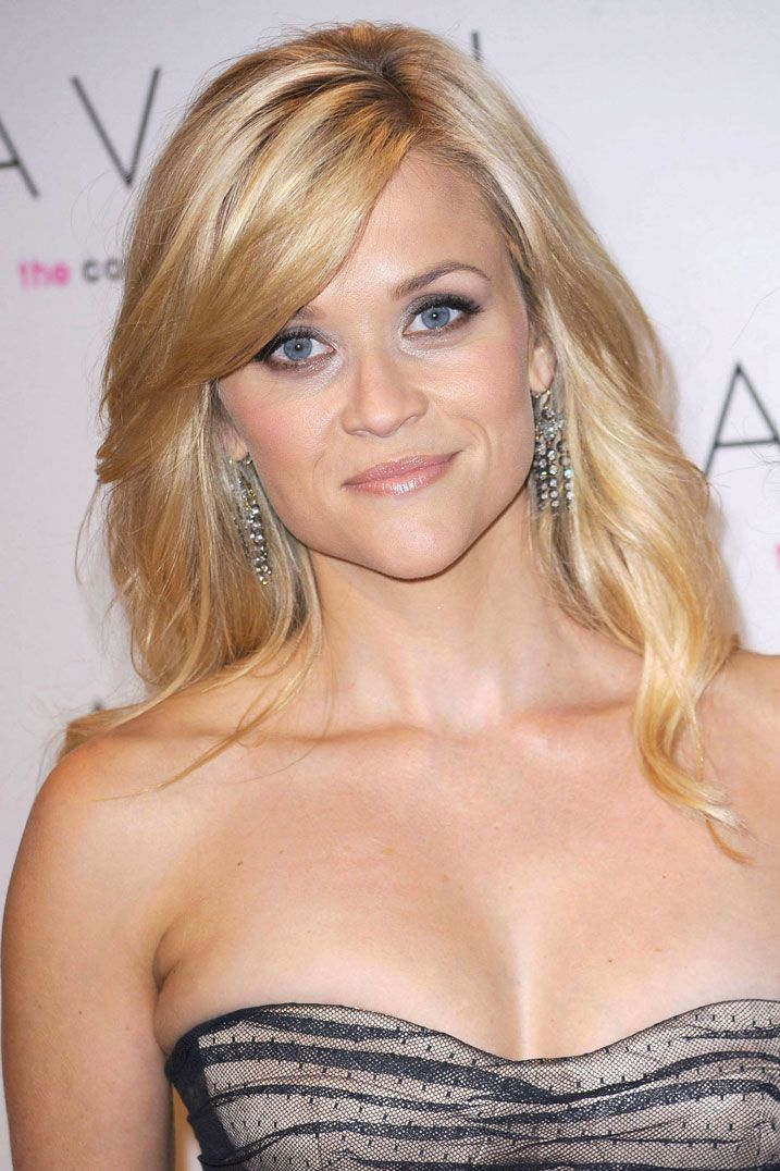 """Chi non ricorda Reese Witherspoon nell'ormai famosissimo film """"La rivincita delle Bionde""""?! Bellissima con i suoi bauletti rosa shock..."""