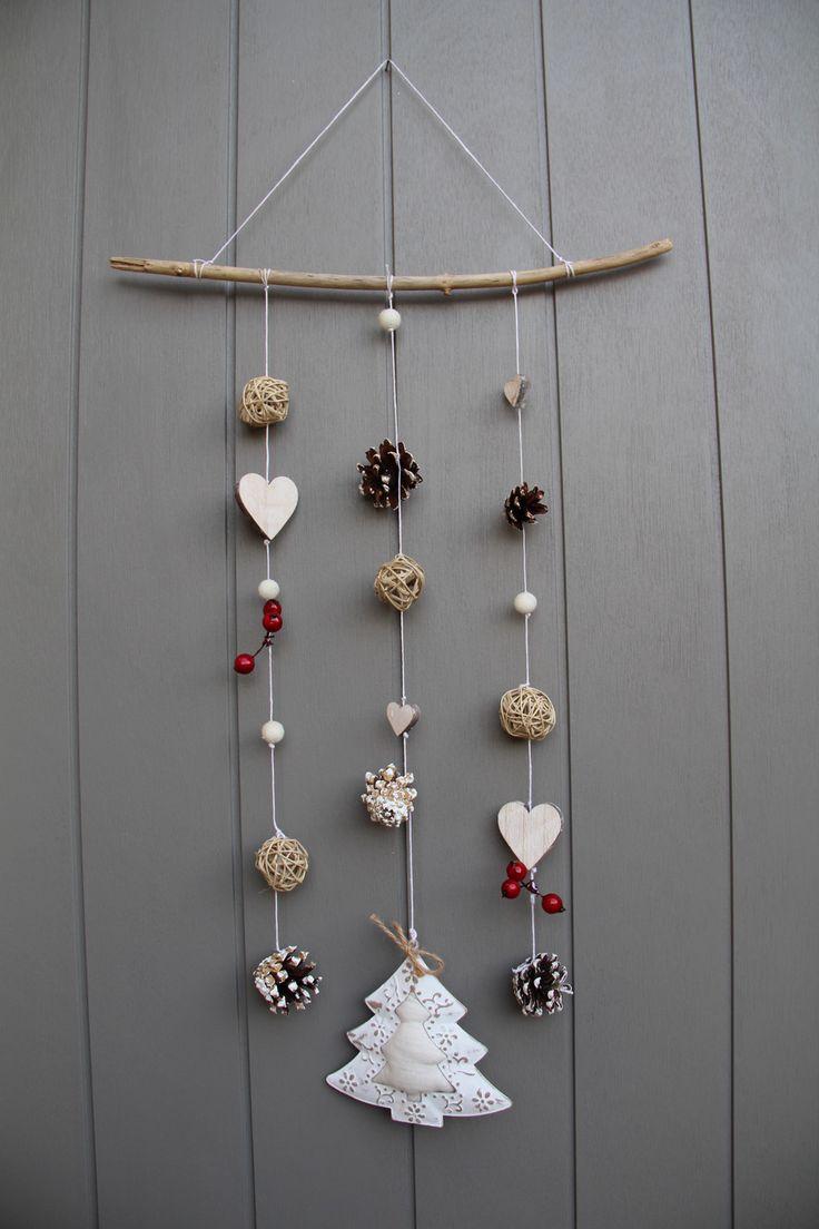 Mobile esprit hiver/Noël avec cœurs en bois, bois flotté, beau sapin, fruits rouges : Accessoires de maison par dec-au-naturel