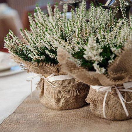 Burlap is a woven fabric made from jute, hemp or similar fibre. Found at most fabric stores, burlap offers an inexpensive way to make your own home decor and accessories.