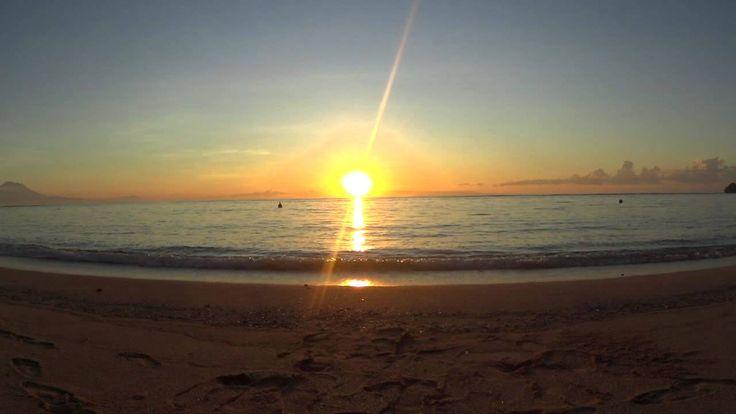Sunrise from the Nusa Dua beach April 2014 (2speed)