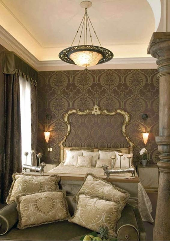 For Those Who Like Quality And Luxury The Fortuny Silk Pendant Scudo Saraceno In Bedroom