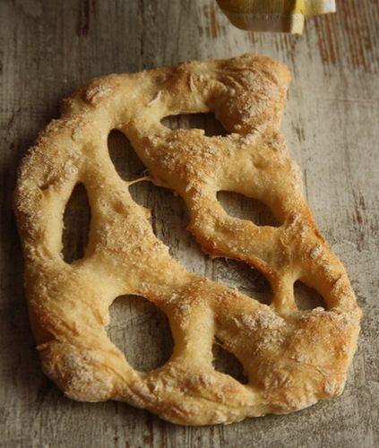 """Рецепт из замечательной книги Ришара Бертине """"Свой хлеб"""". Фугасс - это прованский хлеб, который изначально был плоской лепешкой типа фокаччи и, как и…"""