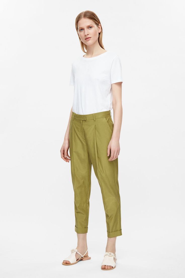 http://www.cosstores.com/de/Women/Trousers/Relaxed_pleated_trousers/46887-11958950.1