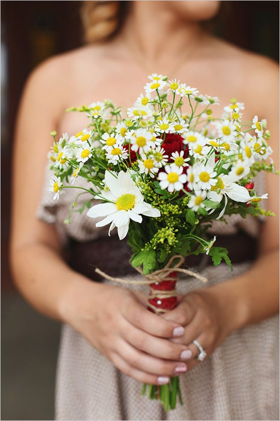 red and white bridesmaid bouquet by by Lanfranco